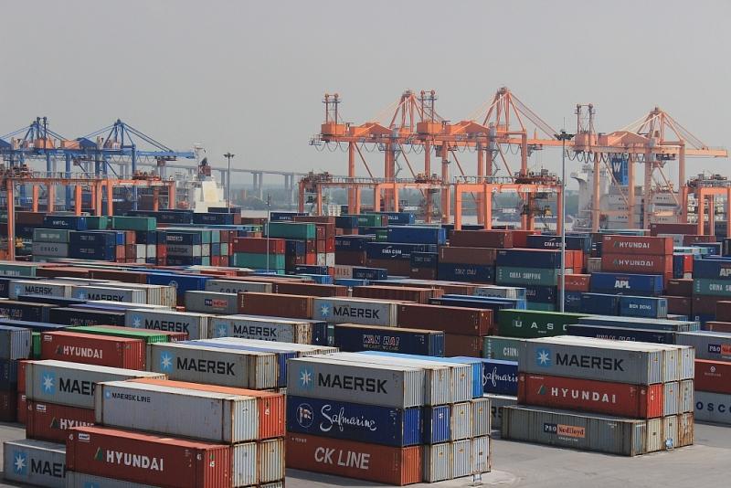Hàng hóa XNK tại cảng container quốc tế làm cho cạnh tranh gia tăng trong ngành cảng biển, logistics