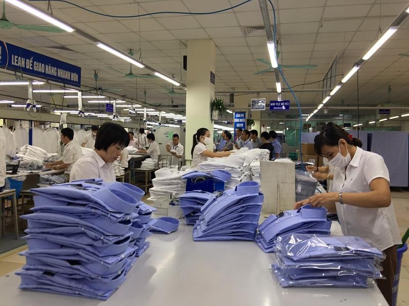 Xuất khẩu dệt may giảm mạnh cả năm dự báo giảm 16% so với năm trước và giảm mạnh so với mục tiêu 40-42 tỷ USD đặt ra từ đầu năm nay. Ảnh: Nguyễn Thanh