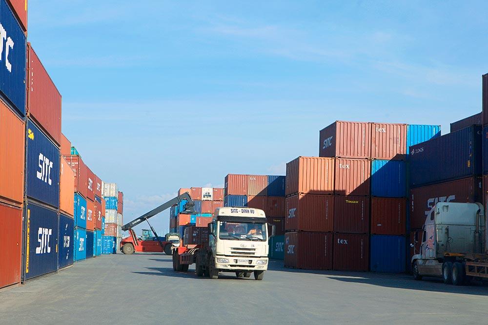 Tăng trưởng xuất khẩu đạt rất cao (23,7%), không chỉ so với cùng kỳ các năm trước và Cảnh báo về xuất nhập khẩu có dấu hiệu khó lường Ảnh: Chí Cường