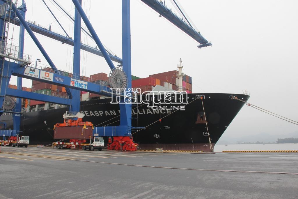 Nhìn ra 5 bất cập để đẩy mạnh hoạt động xúc tiến thương mại và phát triển thị trường cho logistics là một trong những giải pháp khả thi thúc đẩy phát triển ngành logistics Việt Nam. Ảnh: T.Bình.