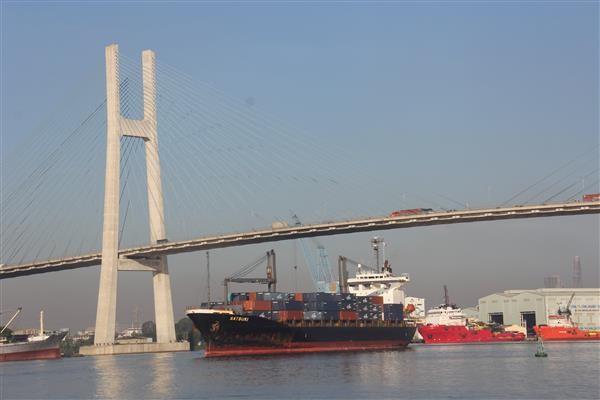 Logistics Việt Nam cần kết nối đa phương thức vận tải, đẩy mạnh vận tải đường thuỷ và đường biển