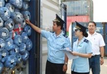 ngành hải quan đang kiểm tra hàng nhập khẩu